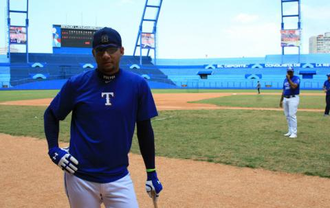 Yulieski Gourriel is now a free agent and can sign with any MLB team.