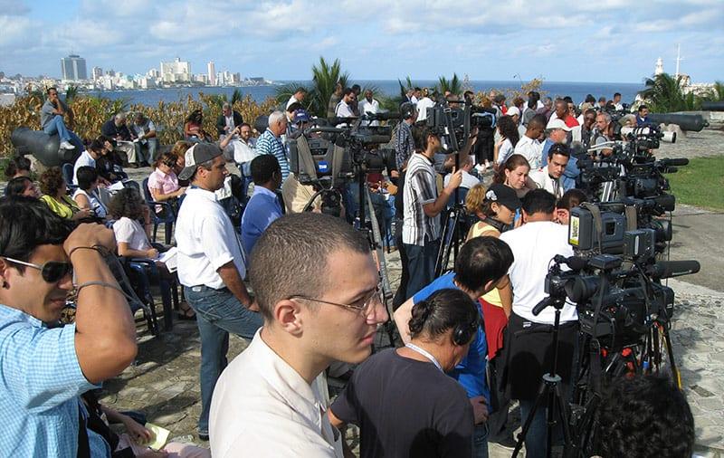 Los periodistas cubanos sufren de censura, de bajos salarios, de falta de fuentes y de escasez de recursos. Foto: Raquel Pérez Díaz