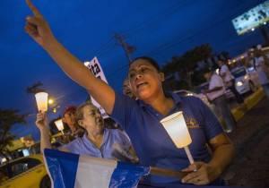 Mujeres participan en una protesta en Managua por elecciones libres. Foto: Jorge Torres/EFE