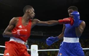 2016 Rio Olympics - Boxing - Quarterfinal - Men's Light Welter (64kg) Quarterfinals Bout 235 - Riocentro - Pavilion 6 - Rio de Janeiro, Brazil - 16/08/2016. Collazo Sotomayor (AZE) of Azerbaijan and Yasnier Toledo Lopez (CUB) of Cuba compete. REUTERS/Peter Cziborra