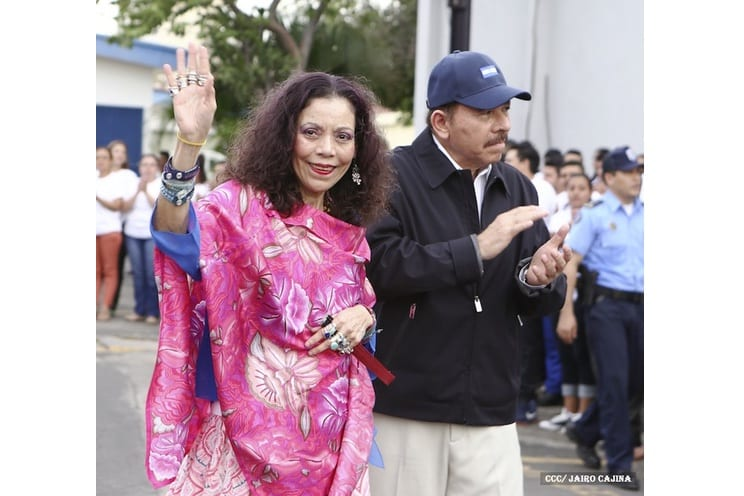 """In the streets, Ortega is the only candidate. The government slogan says, """"Let's go further"""", while the opposition decries, """"There's no one to vote for"""" and debates about how best to protest. Foto: el19digital.com"""