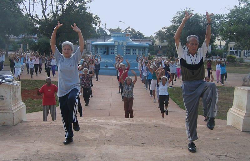 En un país que envejece a la velocidad de Cuba, invertir en el deporte masivo para la tercera edad es vital. Foto: Raquel Pérez Díaz
