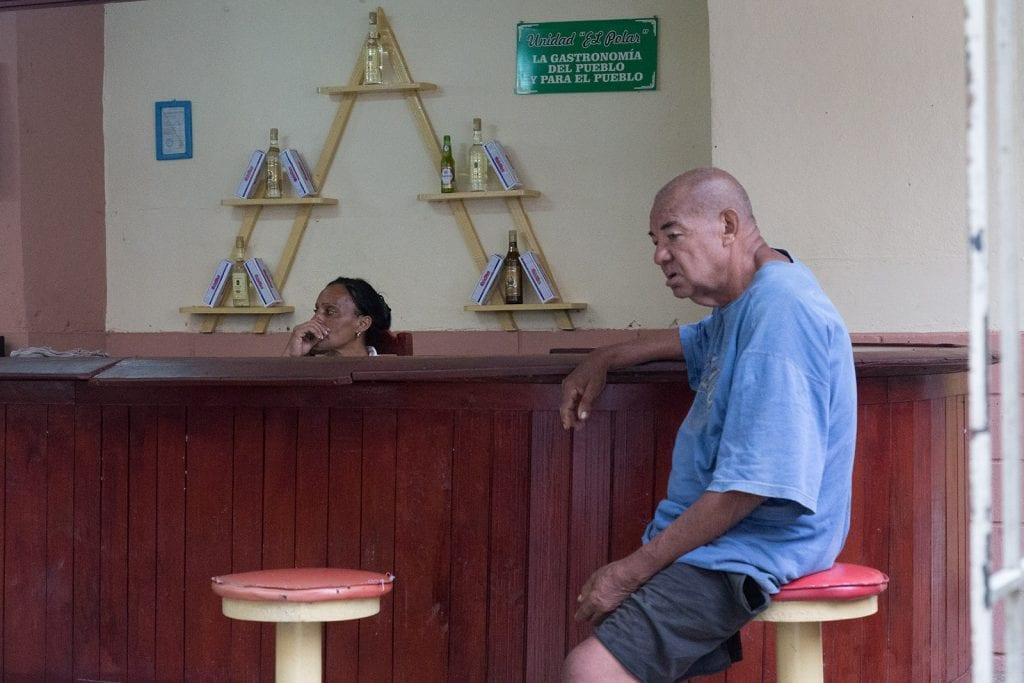 Food service for the people. Photo: Juan Suarez