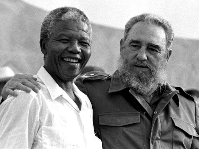 Nelson Mandela y Fidel Castro en 1991.