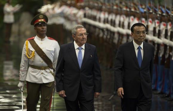 Li fue recibido con honores militares en el Palacio de la Revolución de La Habana y luego sostuvo un encuentro privado con Raúl Castro. Foto: Ismael Francisco/ Cubadebate