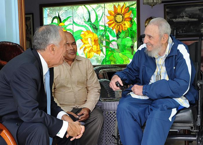 Fidel Castro con el presidente de Portugal, Marcelo Rebelo de Sousa. foto: Estudios Revolución