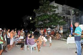 A typical neighborhood meeting with the local representative. Photo: radiociudaddelahabana.icrt.cu