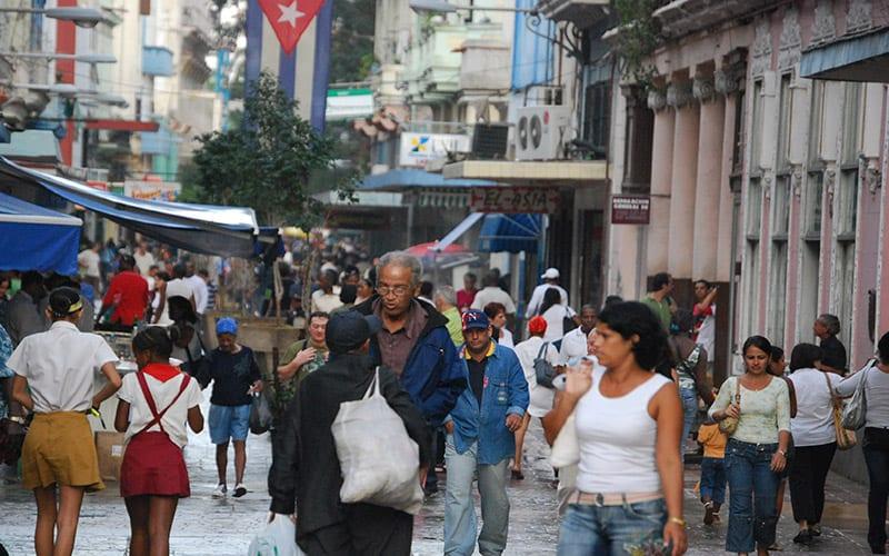 A busy Havana street. Photo: Raquel Perez Diaz
