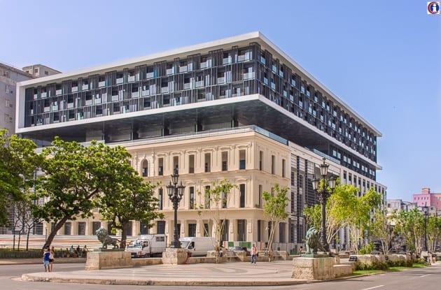 Foto: Das brandneue Iberostar Packard Hotel ist eines der Hotels in Habana Vieja, das für US-Bürger tabu ist.(Quelle: havannatimes.org)