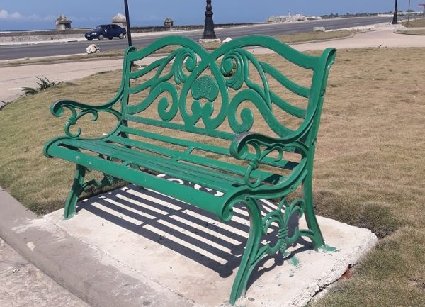 A Cuban Bench Lover